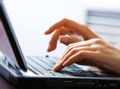 печатать-на-компьютере-typing-on-computer